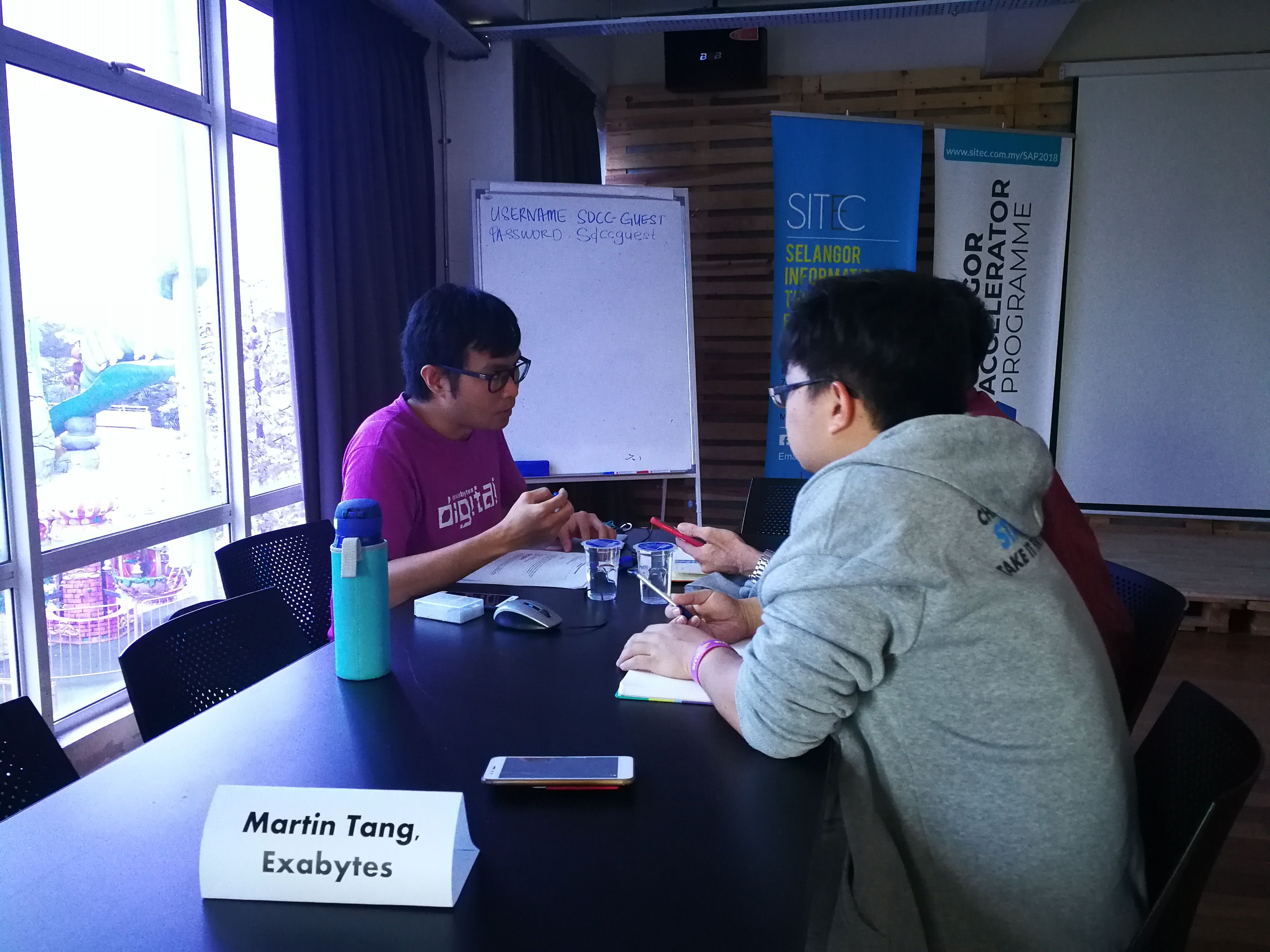 Martin Tang giving 1-1 consultation to startup