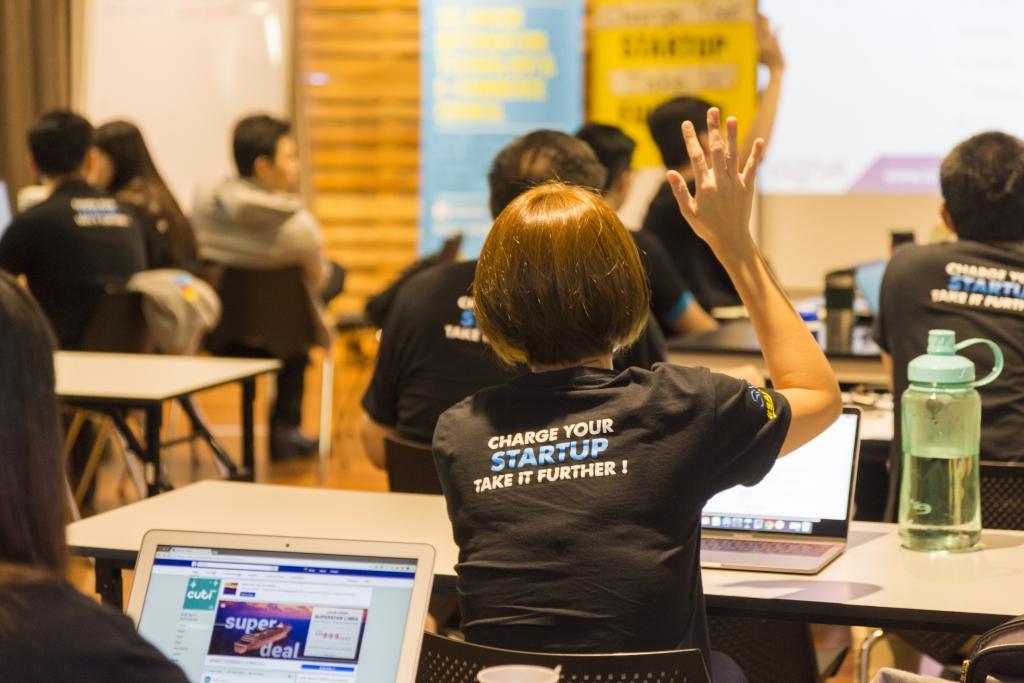 SAP 2018 startups raise hand